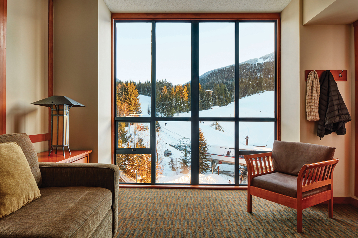 PPWHI_Suite_1Bed_MtnView_Living_MartinTessler_1450px